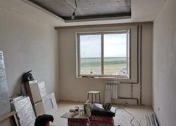 Общая перспектива комнаты, готовый каркасный потолок